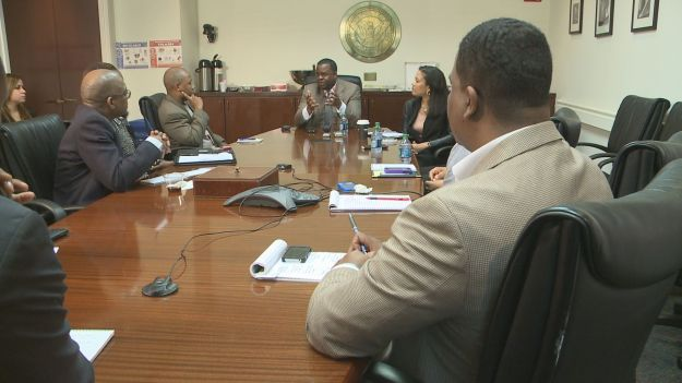 Atlanta Mayor Kasim Reed meets with AABJ members